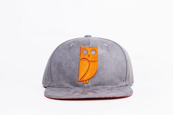 Grijs suede snapback cap. Uil. Caps kopen. Pet kopen. Beste kwaliteit. Veryus