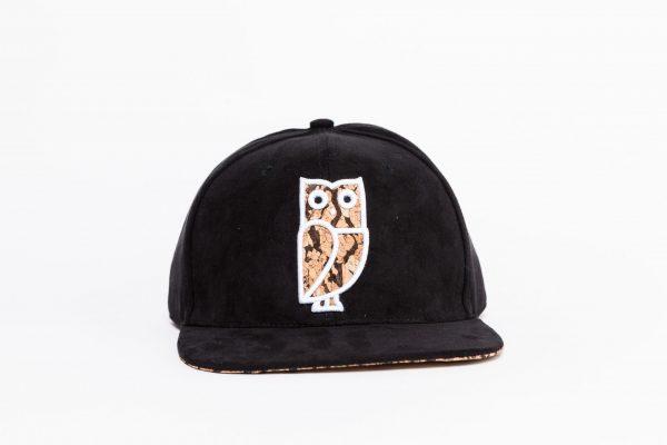Zwart suede snapback cap. Uil. Caps kopen. Pet kopen. Beste kwaliteit. Veryus